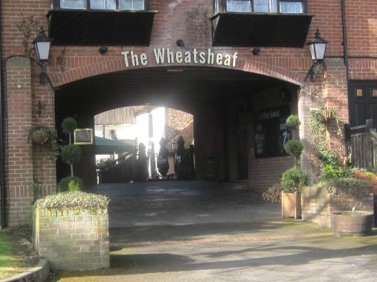 Good Night Inns Wheatsheaf Hotel: Beer Garden Entrance