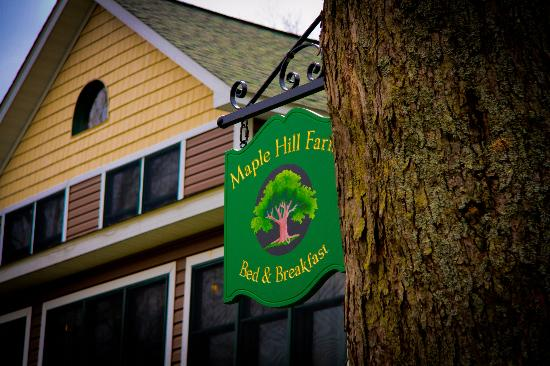 Maple Hill Farm Bed and Breakfast: Farm Sign