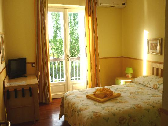 Inn Rome B&B: Single bedroom with balcony