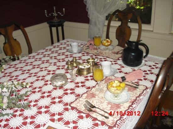 Barretta Gardens Inn Bed and Breakfast: Breakfast
