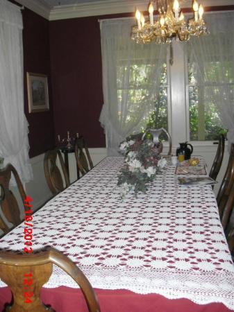 Barretta Gardens Inn Bed and Breakfast: Dining