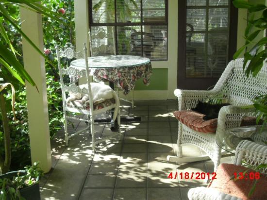 Barretta Gardens Inn Bed and Breakfast: Dont let the cats in