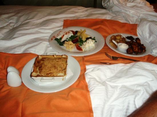 Atrium Platinum Hotel: room service