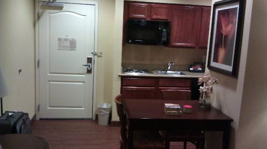 Homewood Suites Denver Tech Center : Kitchenette in suite