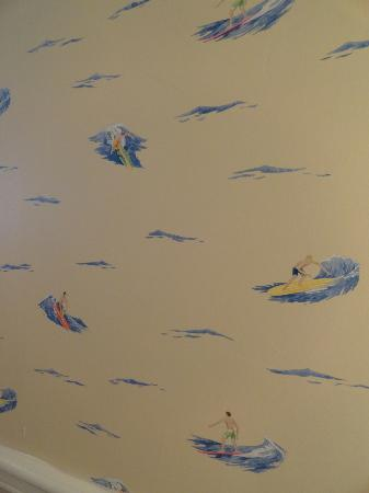 Bay Shores Peninsula Hotel: Cute bathroom wallpaper