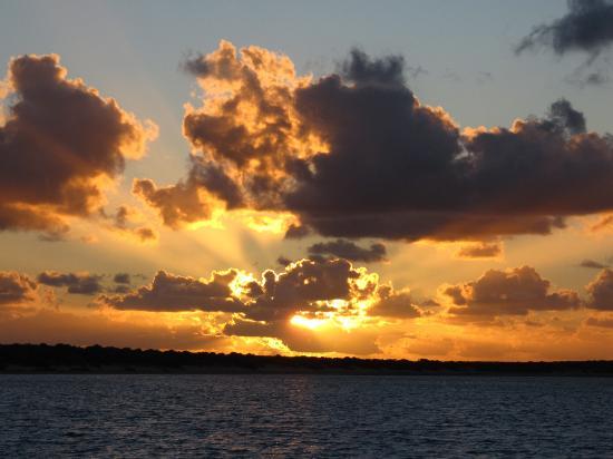 Shark Bay: tramonto dal mare a monkey mia