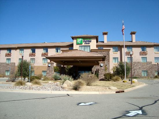 Holiday Inn Express Hotel & Suites St. George North-Zion: Hotel looks very new
