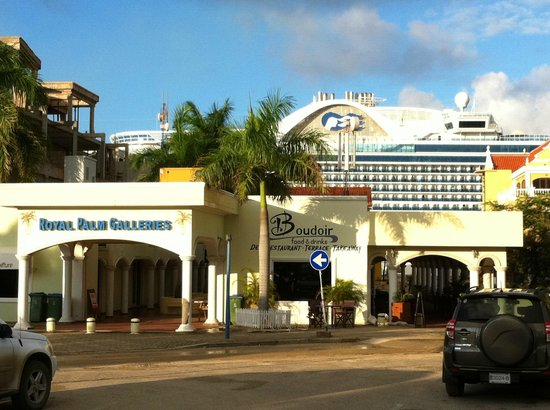 Boudoir: Front view with cruise ship.