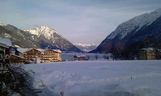 Hotel Wagnerhof: Lovely view of the lake from our balcony
