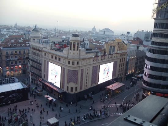 Hostal Granvia 44: cines y teatros justo enfrente