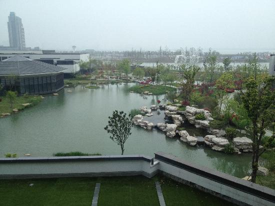 Worldhotel Grand Dushulake Suzhou: View from our 4th floor room