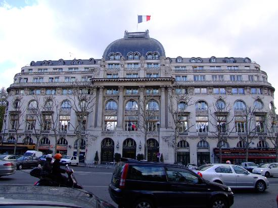 Cercle National des Armees Saint-Augustin: Front view of building