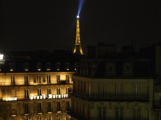 Cercle National des Armees Saint-Augustin : View from room to Eiffel Tower at night