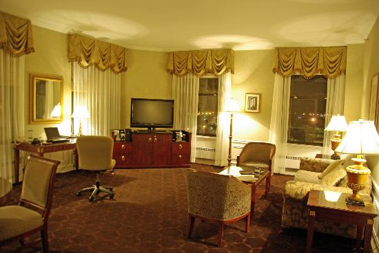 The Drake, A Hilton Hotel: A Drake Executive Suite on North side