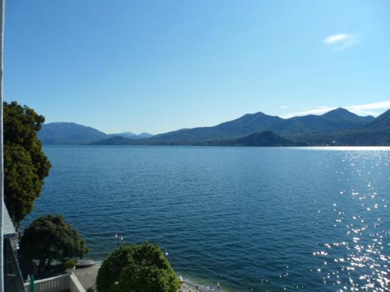 Ghiffa, Italy: Zicht op lagio Maggiore vanuit kamer