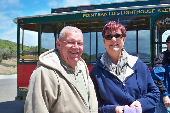 Avila Beach, Californie : Deb & John take the trolly