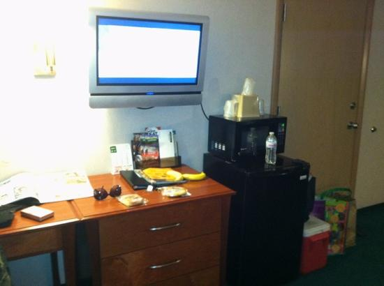 Americas Best Value Inn - Phoenix / Medford: newer tv's, fridge, and some have the microwaves....