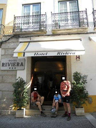Hotel Riviera: The entry door to the hotel.