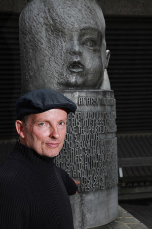 Shakespeare in the City Walk: 'Seven ages of Man' Shakespeare monument on Tour