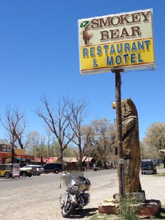 Smokey Bear Restaurant : When you see the sign stop in