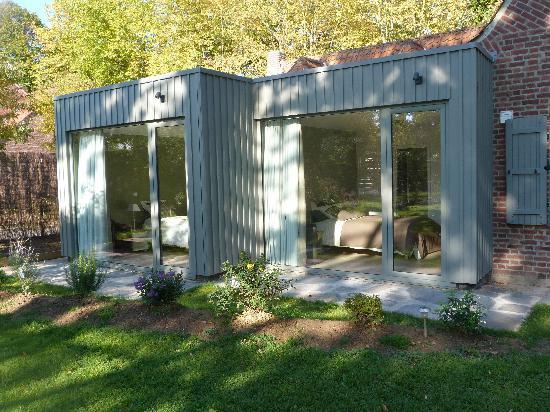 Le Pavillon De Beaumont : Les chambres vues du  jardin