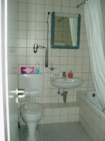 Hotel Air in Berlin : Bathroom