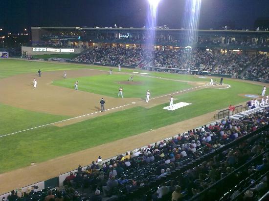 Holiday Inn & Suites Winnipeg Downtown: i got free baseball tickets!!