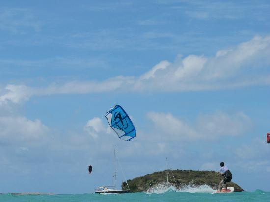 40Knots Kitesurfing & Windsurfing School Antigua: Green island, blue day