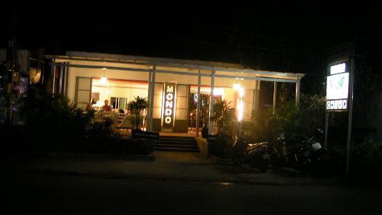Mondo Restaurant & Lounge: Mondo is friendly and perfect for a private party or just for a drop in.