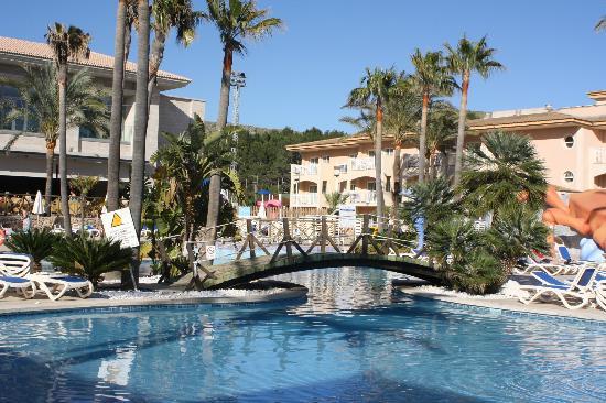 Aparthotel Playa Mar & Spa: Pool area View