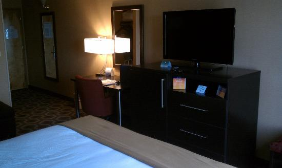 Holiday Inn Express Hotel & Suites: Large Flat Screen TV