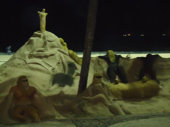 Avenida Atlantica : Esculturas en arena.