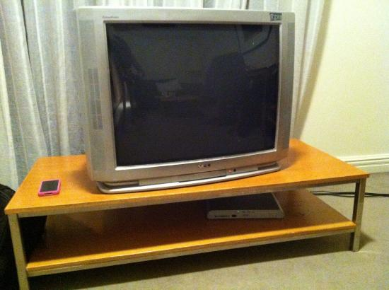 Waldorf Pennant Hills Apartment Hotel: Old TV
