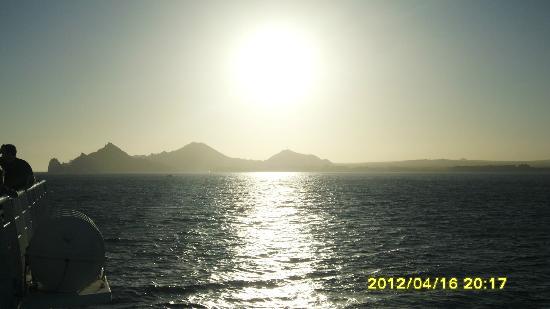 Caborey Sky King Parasailing: puesta de sol