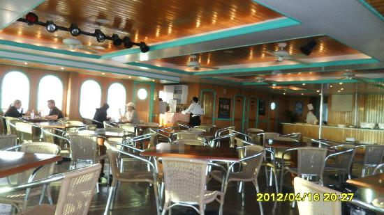 Caborey Sky King Parasailing: area de comida