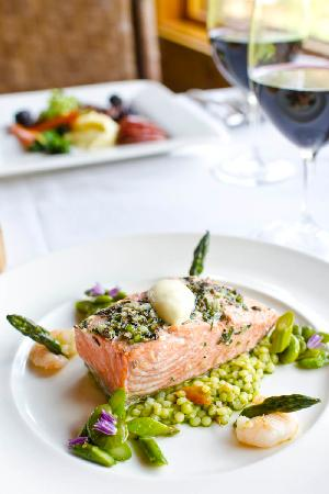 Rainbow Ranch Lodge Restaurant: Salmon entrée