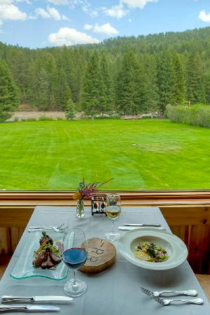 Rainbow Ranch Lodge Restaurant: Dining with a view
