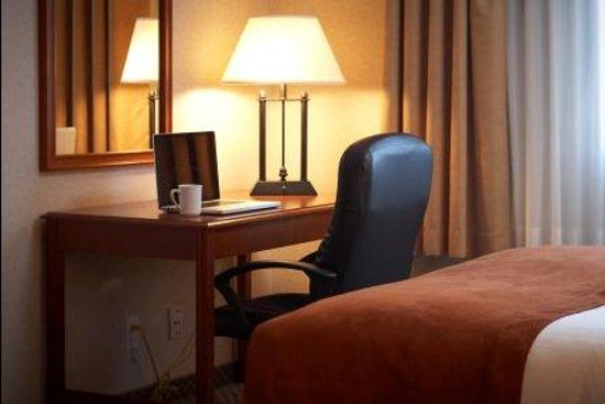 Comfort Inn & Suites: Free Wi-fi