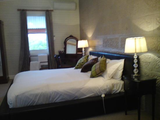 Abbey of the Roses - Warwick - King size bedroom