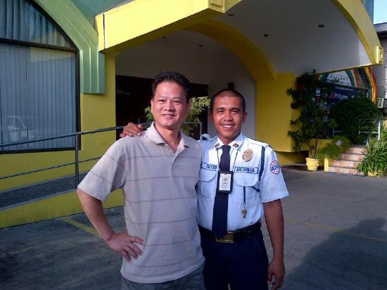 Mango Park Hotel: Nice security guard - Jon - big help for lend a cell phone for no charge