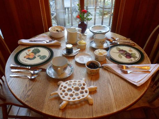 Turtleback Farm Inn: Breakfasts awaits...