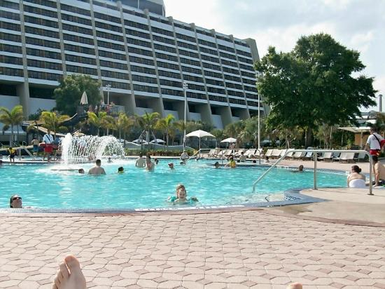 Hotel pool picture of disney 39 s contemporary resort for Pool show orlando florida