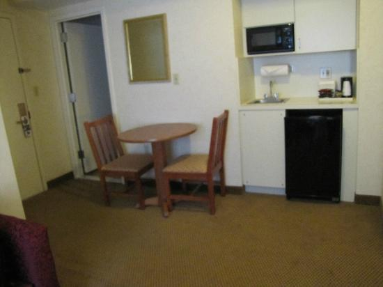 BEST WESTERN Georgetown Hotel & Suites: eating area