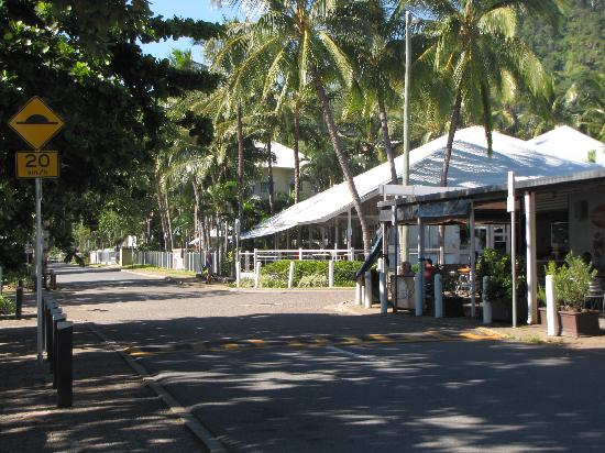 Trinity Beach Pacific Resort: Restaurants by the beach