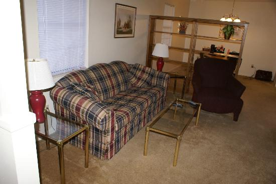 Oak Ridge Lodging: Living Room