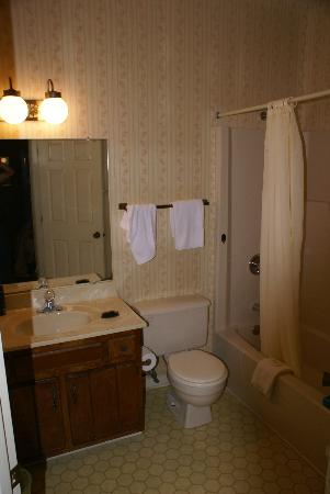 Westgate Lodging - Oak Ridge: Bathroom