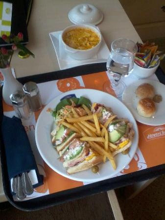 Wyndham Garden Quito: Room Service - Club Sandwich