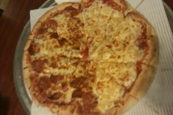 Colonial Pizza: Pizza