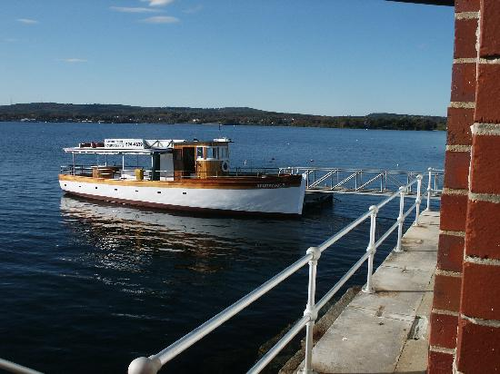 M/V Rendezvous: Rendezvous can tie up at the Rockland Breakwater for guests to tour the lighthouse.