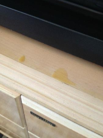 Florida Beach Hotels: Misterious stains in front of TV set